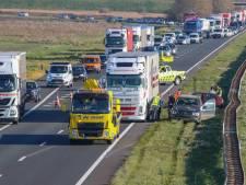 Ongeval met twee auto's en vrachtwagen op A58 bij Goes