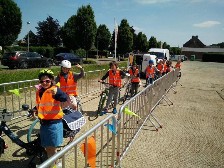 De leerlingen van basisschool Libos zijn klaar voor hun grote fietsexamen.
