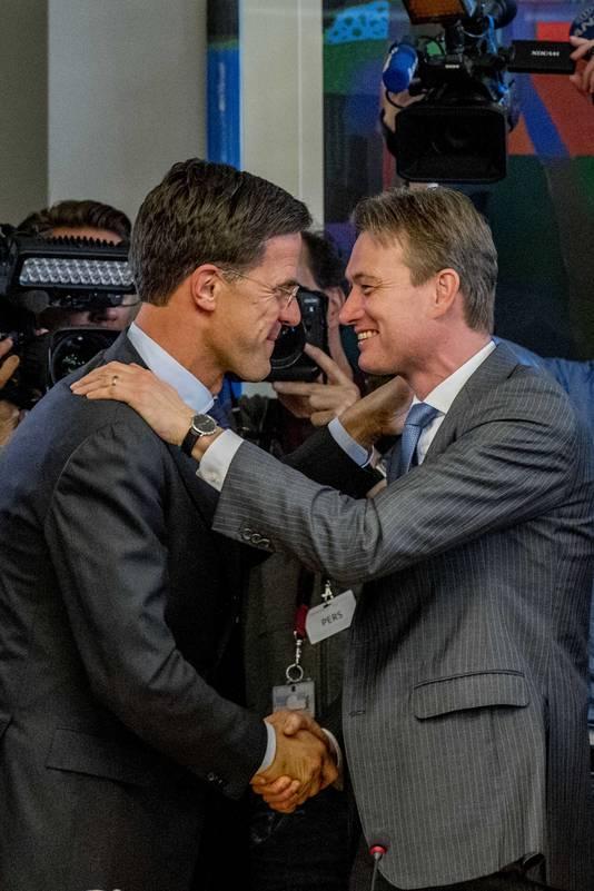 Mark Rutte en Halbe Zijlstra zijn gelukkig met de verkiezingsuitslag.