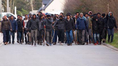 Migranten vechten oorlog uit in straten Calais