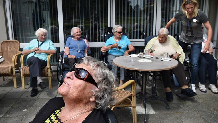 Het aantal 100-jarigen zal verviervoudigen tot bijna zevenduizend. Ruim tweederde van hen zijn vrouwen Beeld Marcel van den Bergh / de Volkskrant