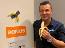 Provocerende ducttape-banaan hangt in Albert Heijn Den Bosch in de bonus: van 120.000 voor maar 0,28 euro