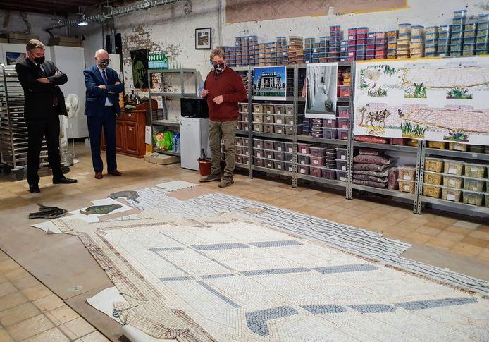Jan Jambon bezoekt het mozaïekatelier Mosaico di Due.