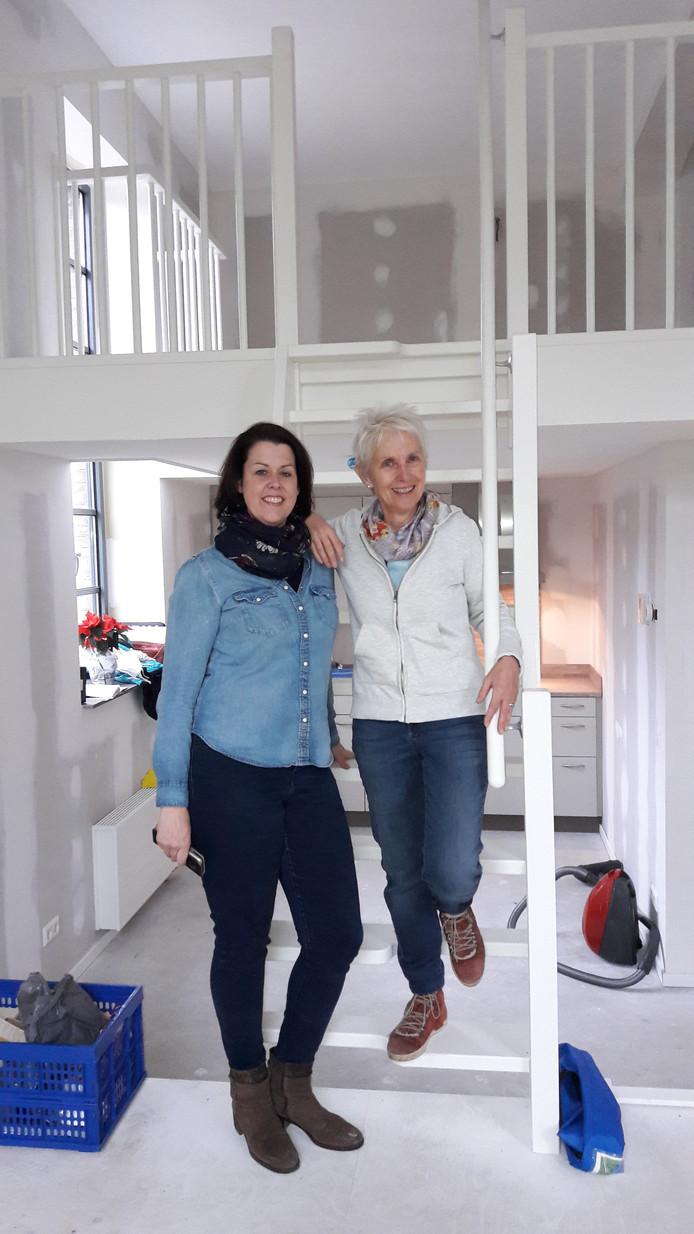 Nieuwe bewoners Rosalie Teurlings (links) en Suzanne van Westenbrugge.