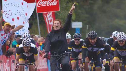 Bo fietst elke dag naar het werk, en dankzij 'Hoe Zal Ik Het Zeggen' klopt ze nu zelfs Museeuw in de sprint
