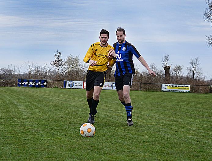 Thijs Rentier (links, op archiefbeeld) in het shirt van Duiveland.