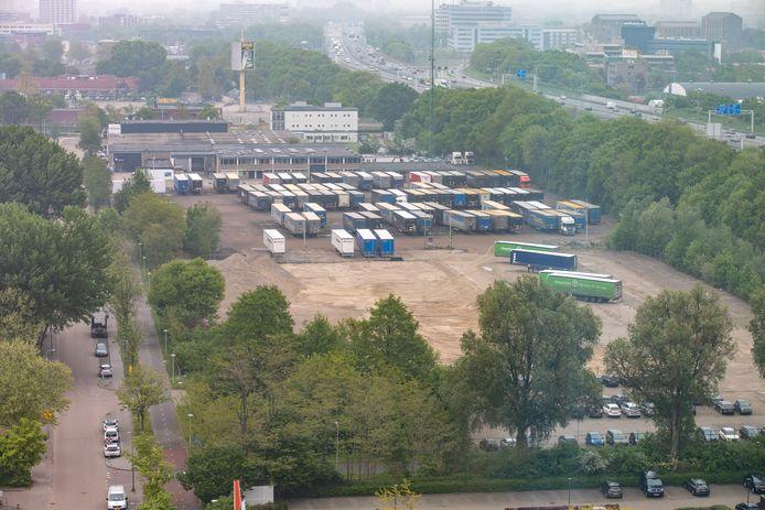 Het vroegere terrein van ROVA, hier op een foto van afgelopen voorjaar, wordt geasfalteerd. Hier worden in april en mei festivals gehouden.