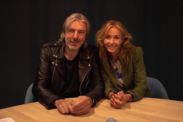 Ruud de Wild met Wendy van Dijk, die hij interviewde voor de podcast 30 Minuten Rauw