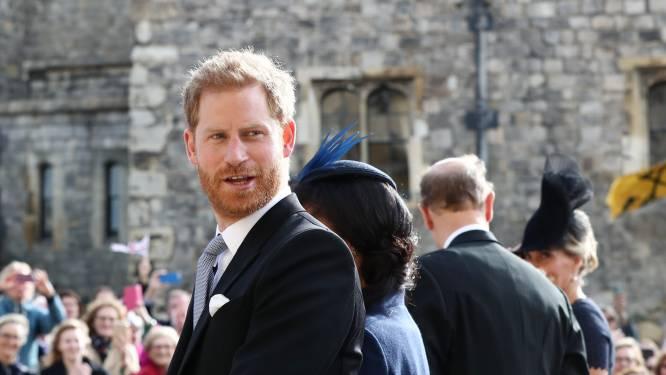 """Volgens zijn bekende buurman heeft prins Harry een 'nieuwe look': """"Hij heeft nu lang haar in een staart"""""""