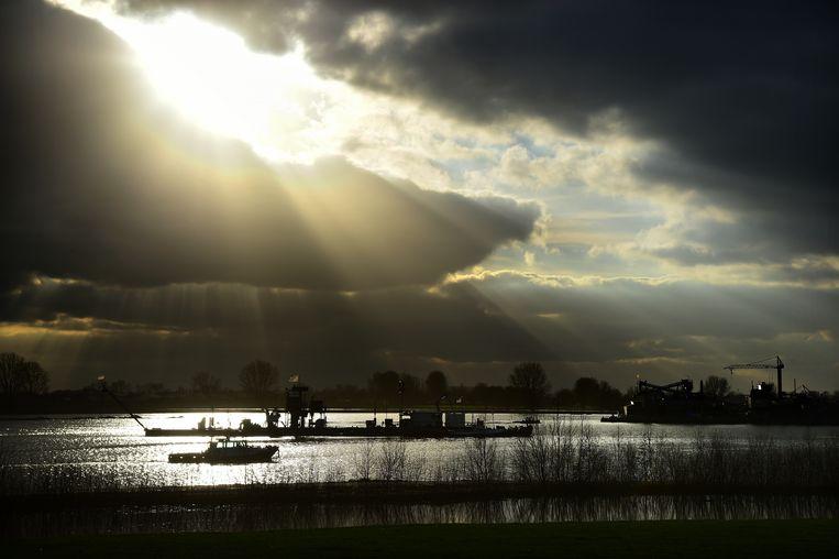 De Maasplas, ontstaan door zandwinning. Bij Moordhuizen in de gemeente West Maas en Waal. Inmiddels wordt er granuliet in gedumpt. Beeld Marcel van den Bergh / De Volkskrant