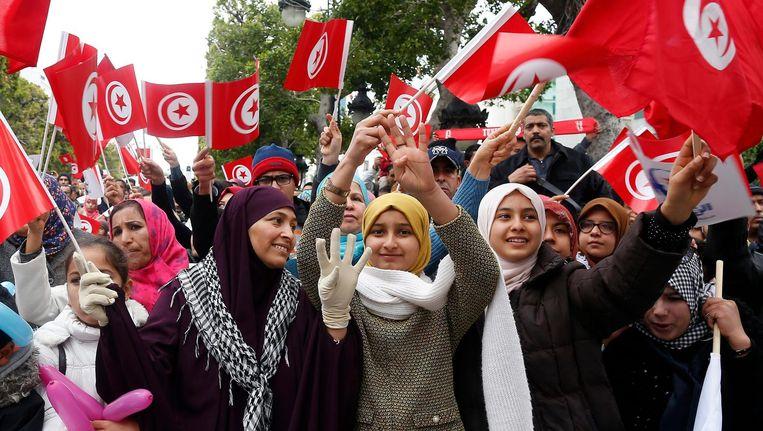 Tunesische vrouwen vieren het zesjarig jubileum van het afzetten van dictator Ben Ali Beeld null