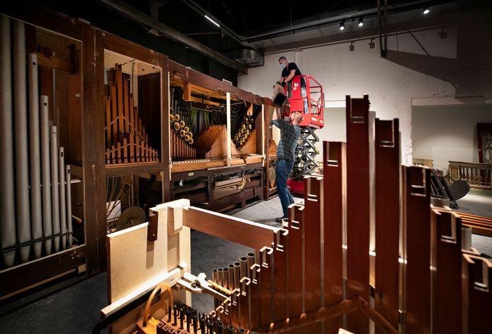 In het oude Van Gendt en Loos zijn de draaiorgels geplaatst van het draaiorgelmuseum dat voortaan Danszaal Bocken heet.