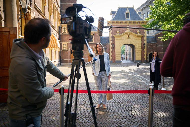 Minister Kajsa Ollongren van Binnenlandse Zaken en Koninkrijksrelaties (D66) staat de pers te woord op het Binnenhof. Beeld ANP