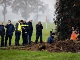 Omstanders kijken hoopvol toe bij zoekactie Willeke Dost