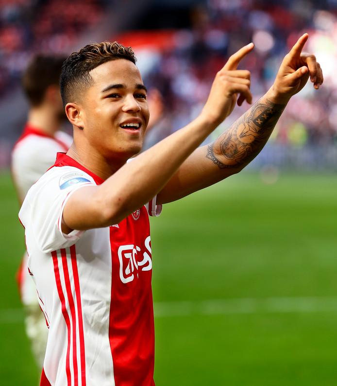 Justin Kluivert in het shirt van Ajax.