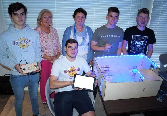 De leerlingen van de derde graad van het VTI van tielt ontwerpen uitvindingen waarmee ze het leven van senioren makkelijker willen maken