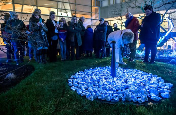 In de binnentuin van De Nieuwe Veste in Breda is vrijdag een holocaustmonument onthuld.