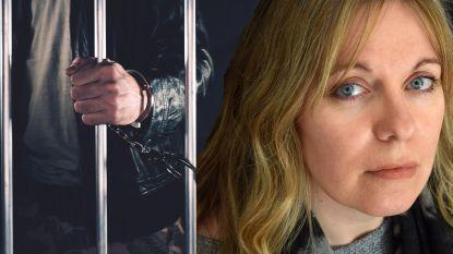 Sam vertelt hoe het echt is om in gevangenis te werken. En hoe biecht van verkrachters en moordenaars haar naar rand van afgrond dreven