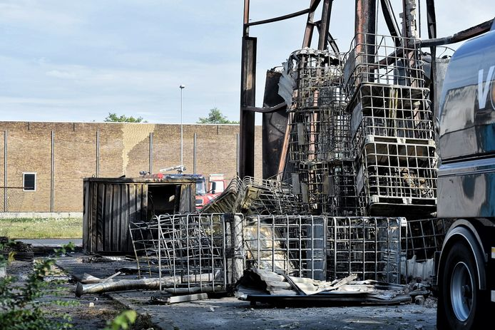 Ravage na brand Kraaiven Tilburg, de brandweer was zondag op het terrein om oplaaiende brandjes te blussen