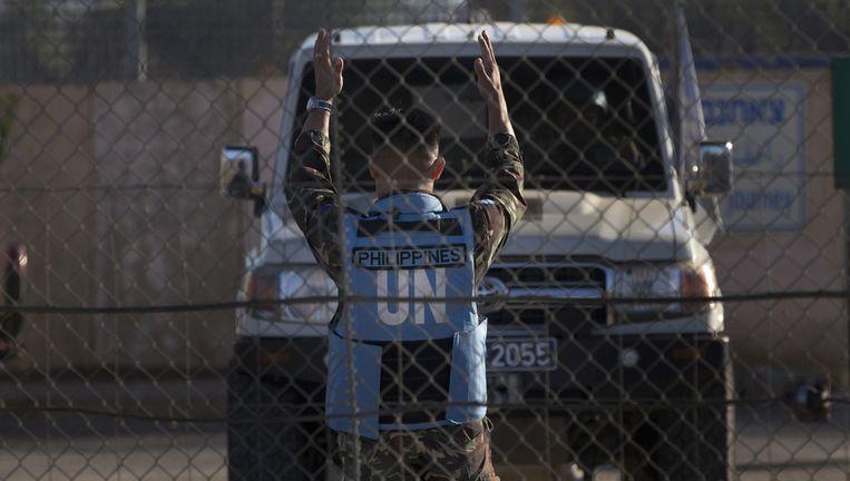 Het VN-konvooi steekt de grens van Syrië over. Beeld ap