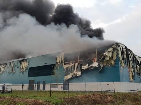 Zeer grote brand in koelbedrijf Kesteren zorgt voor verkeersproblemen A15 en N233
