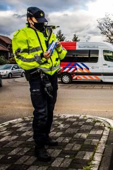 Politie 'voorkomt' woninginbraken coronaproof: met lange grijparmen