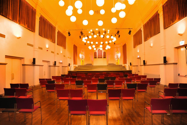 De indeling van de Zeeuwse Concertzaal is aangepast aan de coronaregels.