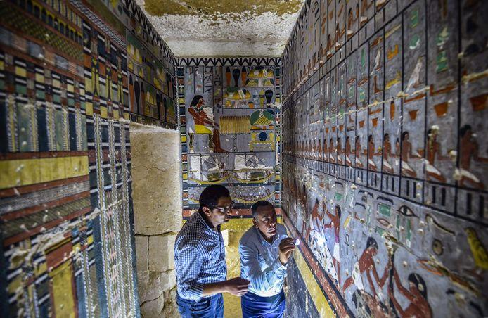 Mohamed Megahed (links), hoofd van de missie die de tobme ontdekte.