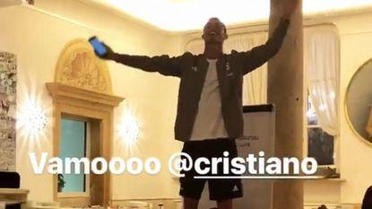 Zo zag u hem nog nooit: nieuwkomer Cristiano Ronaldo zingt zich de keel schor