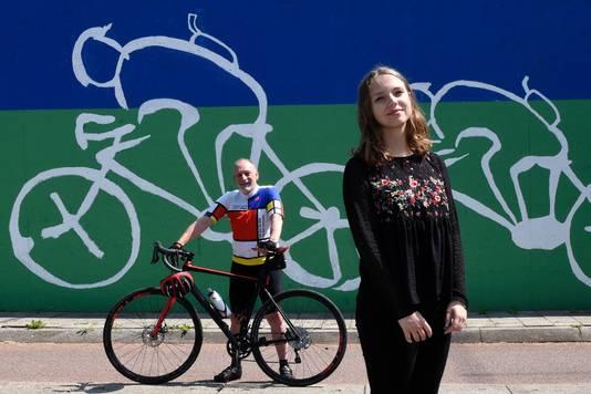 Paul van Weenen maakt een fietstocht om geld in te zamelen voor de Nierstichting. Zijn dochter Iris is nierpatiënt.