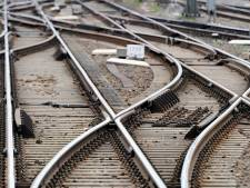 Minder treinen van en naar Almere door gescheurde spoorstaaf