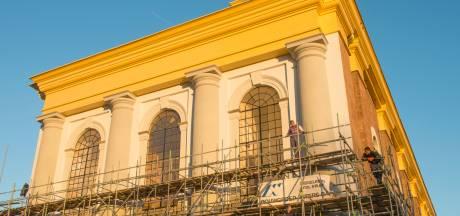 Nieuwe Kerk in Zierikzee verdwijnt in de steigers voor restauratie buitenkant
