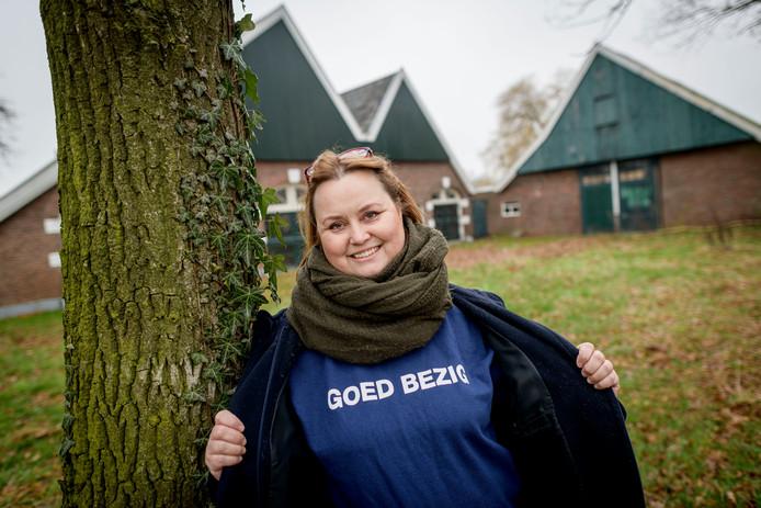 """Debby Nijenhuis is onderscheiden met de Goed Bezig sweater. """"Helaas heb je altijd dat rotgeld nodig."""""""
