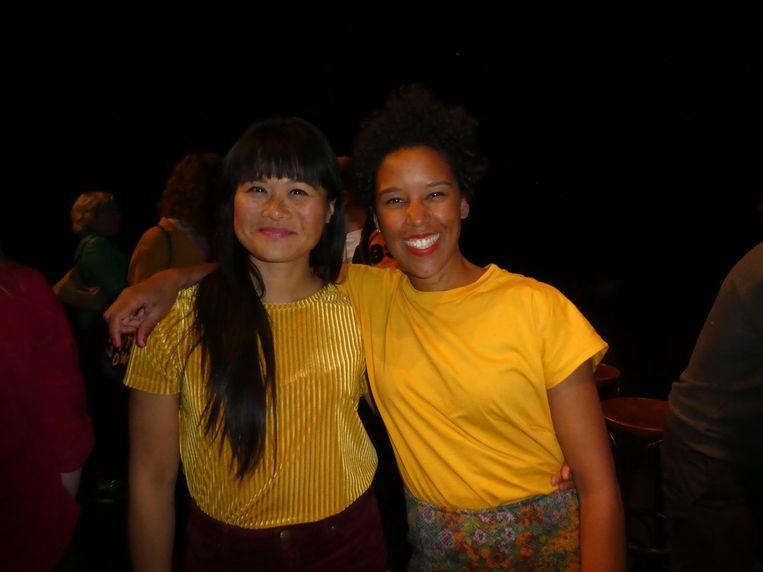 Nhung Dam gaf een schrijfworkshop en Emma Lesuis presenteert. 'Het staat 2-0. Grapje.' Beeld Hans van der Beek