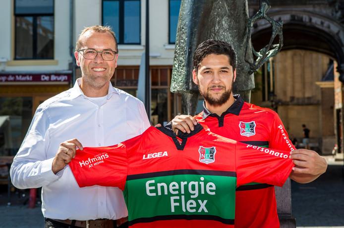 De presentatie van EnergieFlex als shirtsponsor van NEC op archiefbeeld. Rechts speler Anass Achahbar.
