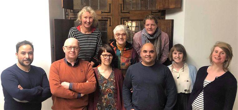 Het nieuwe bestuur van Groen in Kortrijk met links en rechts bovenaan de nieuwe voorzitters Marleen Dierickx en Els Goossens.