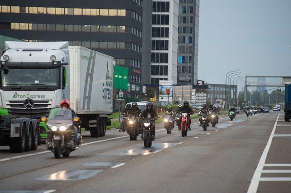 Het gezelschap reed van Antwerpen-Noord richting de plaats van Arnes ongeluk op de grens van Merksem met Schoten.