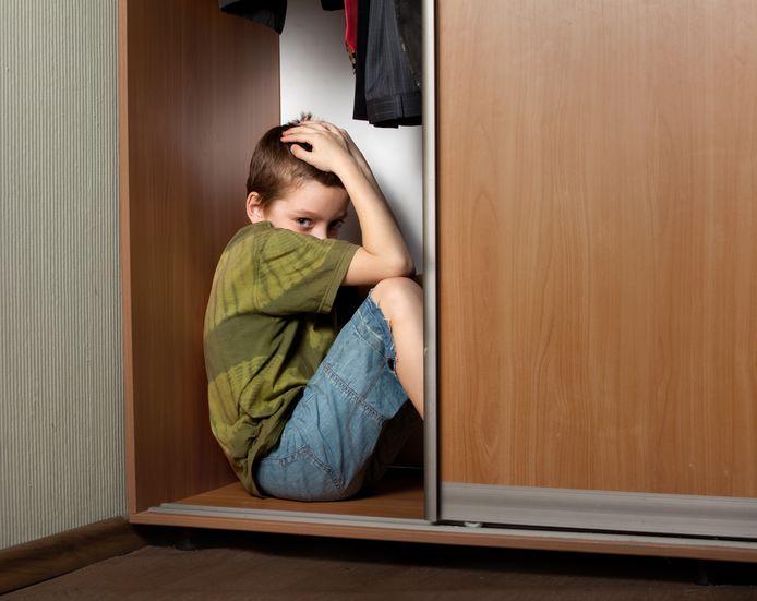 De jongen (15) zat verstopt in een kast, ter illustratie.