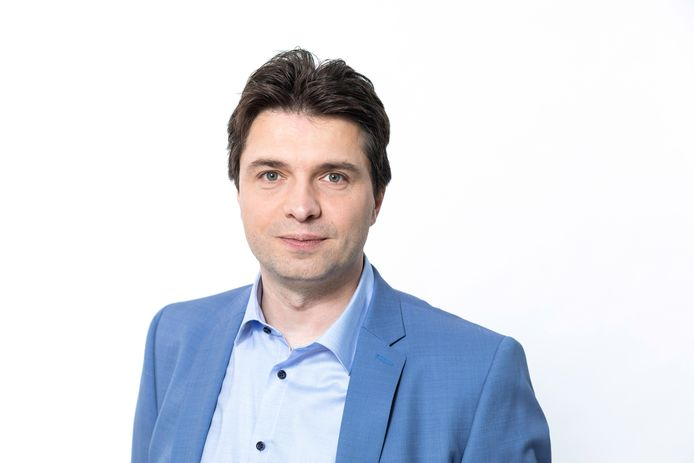 Financieel expert Michaël Van Droogenbroeck berekent de voordelen van een rechtsbijstandsverzekering.