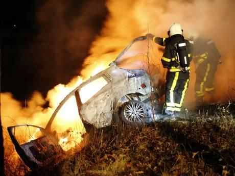 Auto gedumpt en in brand gestoken bij Markkanaal tussen Breda en Terheijden