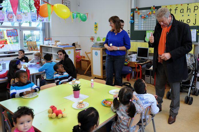 Roosendaal krijgt als het goed is vanaf augustus 2019 een islamitische school. Bergen op Zoom heeft al veel langer een school voor moslims: El Feth. De Bergse burgemeester Frank Petter bracht jaren geleden een bezoek aan deze school.