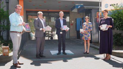 Acerta schenkt tien tablets aan RZ Tienen en  Medisch Centrum Aarschot