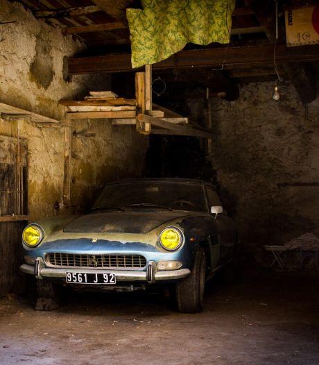 Deze zeldzame Ferrari staat al sinds 1974 stof te vergaren