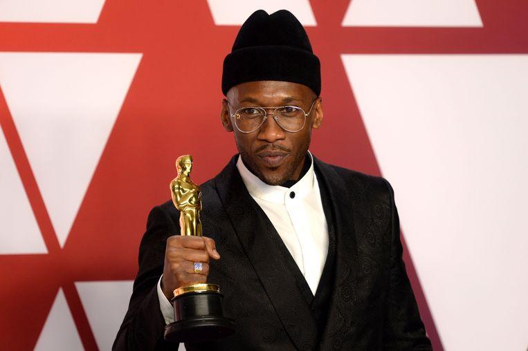 Mahershala Ali met zijn Oscar.