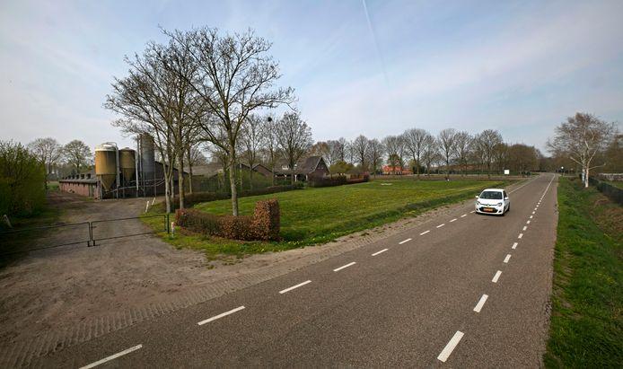 De plek aan het Muizenhol in Bakel waar geitenhouder Knoops nieuwe stallen wil bouwen (archieffoto).