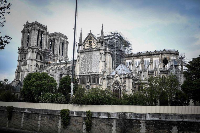 De Notre-Dame in Parijs zou over vijf jaar weer heropgebouwd moeten zijn volgens de Franse president Macron.