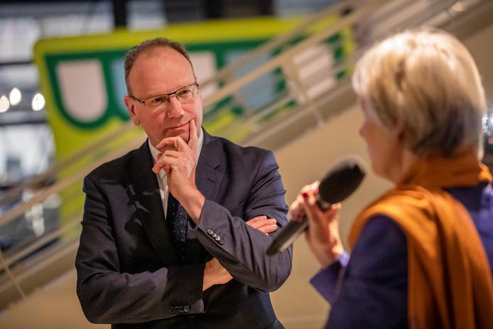 Ton Heerts werd onlangs al even toegesproken door Petra van Wingerden, die nu nog waarnemend burgemeester is in Apeldoorn.