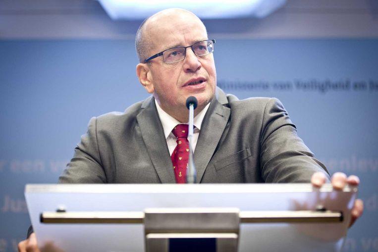 Fred Teeven tijdens de persconferentie waarin hij zijn aftreden aankondigt Beeld anp