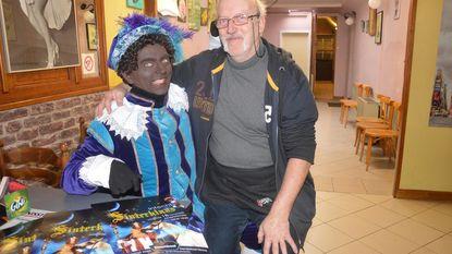Sinterklaas en Zwarte Pieten komen met stoomboot aan