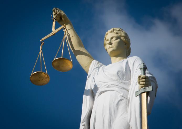 2014-03-05 00:00:00 ROTTERDAM - Het beeld van vrouwe Justitia op het voormalige Gerechtgebouw in Rotterdam aan de Noordsingel. ANP XTRA ROOS KOOLE